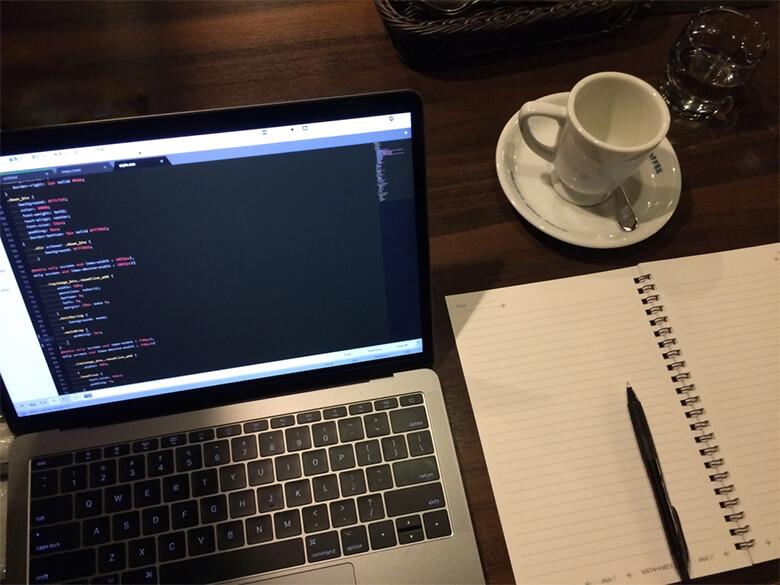 教室に通うのが難しいならオンラインプログラミングスクール